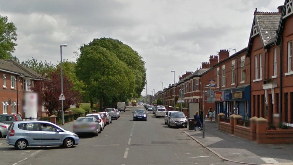 <![CDATA[Man shot in thigh outside Moss Side cafe]]>