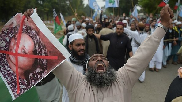 """""""اسیه بي بي به له پاکستانه وتلو ته نه پرېښودله کېږي"""""""