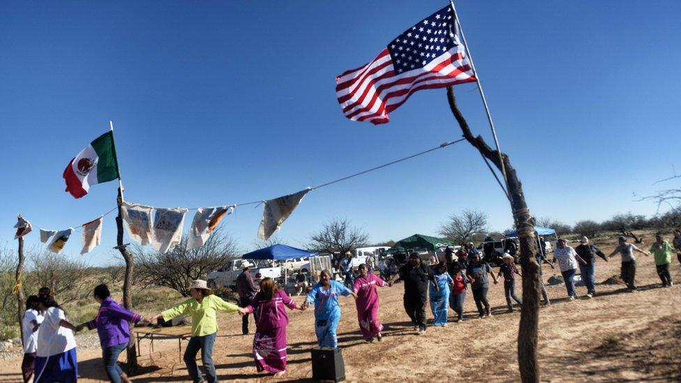 Protesta contra la construcción del muro en la frontera entre Estados Unidos y México.