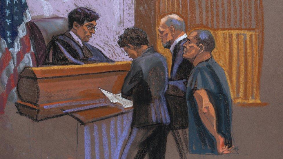 Ilustración de Guzmán compareciendo ante la Corte de Nueva York