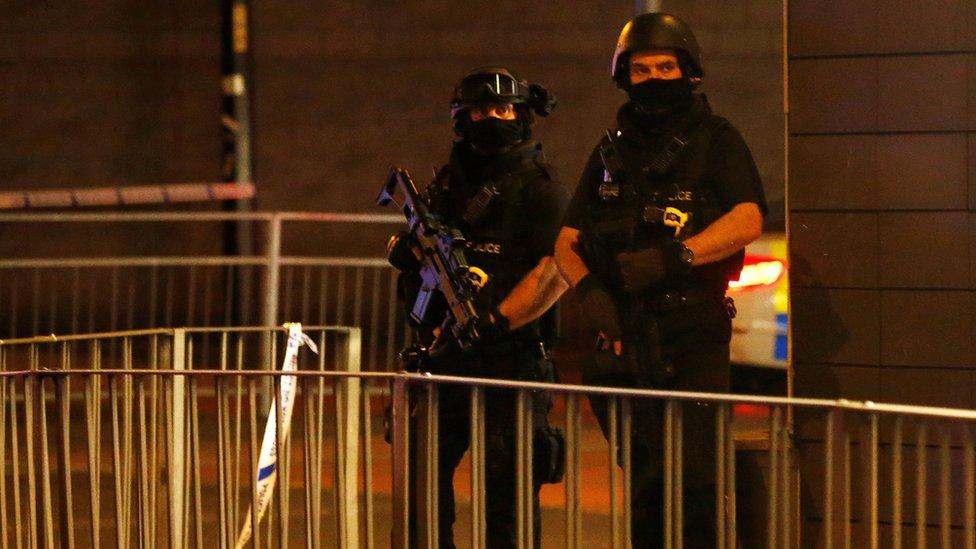 Взрыв в Манчестере: около 20 погибших, полиция подозревает теракт
