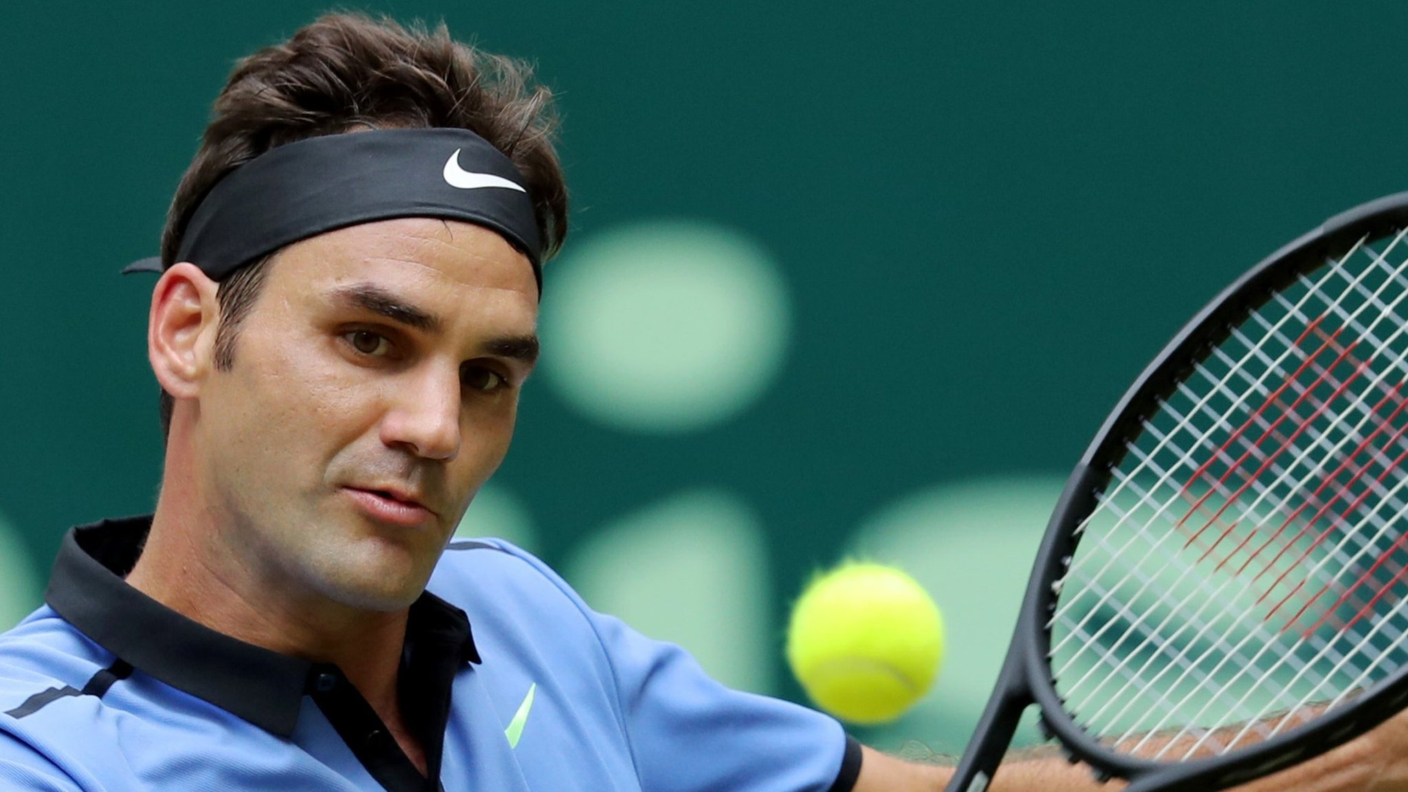 Roger Federer reaches semi-finals at Gerry Weber Open in Halle