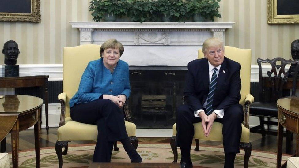 ترامب خلال اجتماعه مع ميركل في البيت الأبيض
