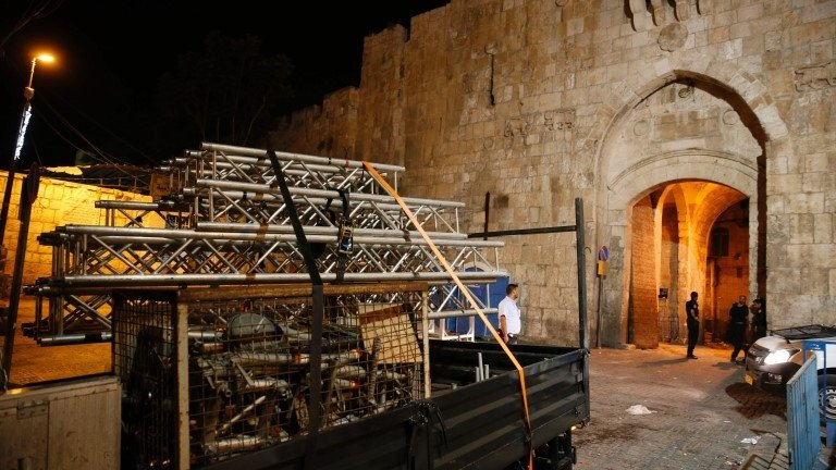 Israel removes Jerusalem flashpoint security apparatus