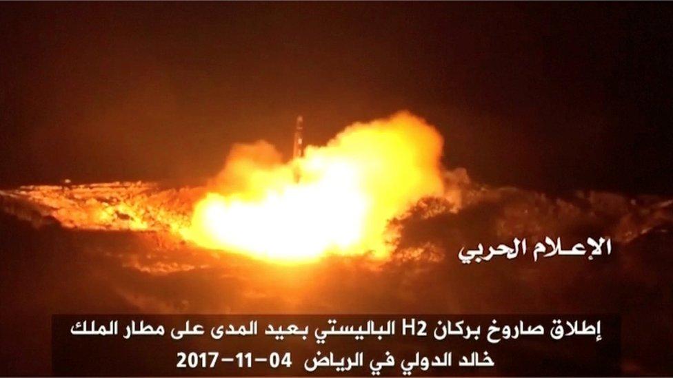 Una imagen del misil lanzado por los Houthi