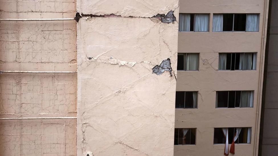 Edificio afectado por el terremoto