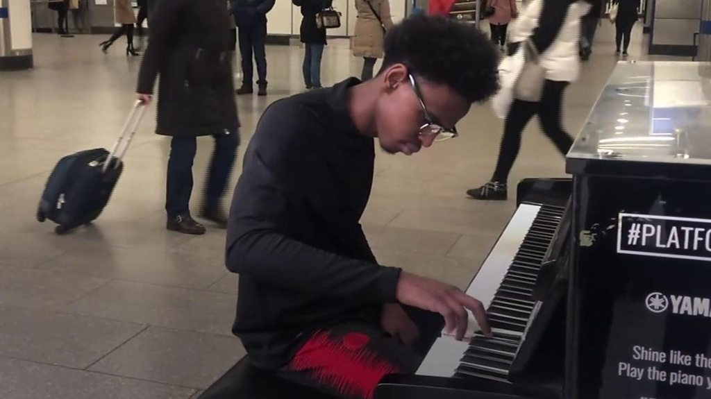 The self-taught pianist drawing crowds