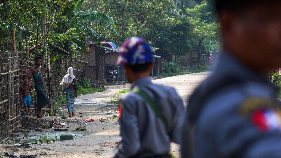 2017年9月6日,若開Shwe Zarr 村的羅興亞人與緬甸警察