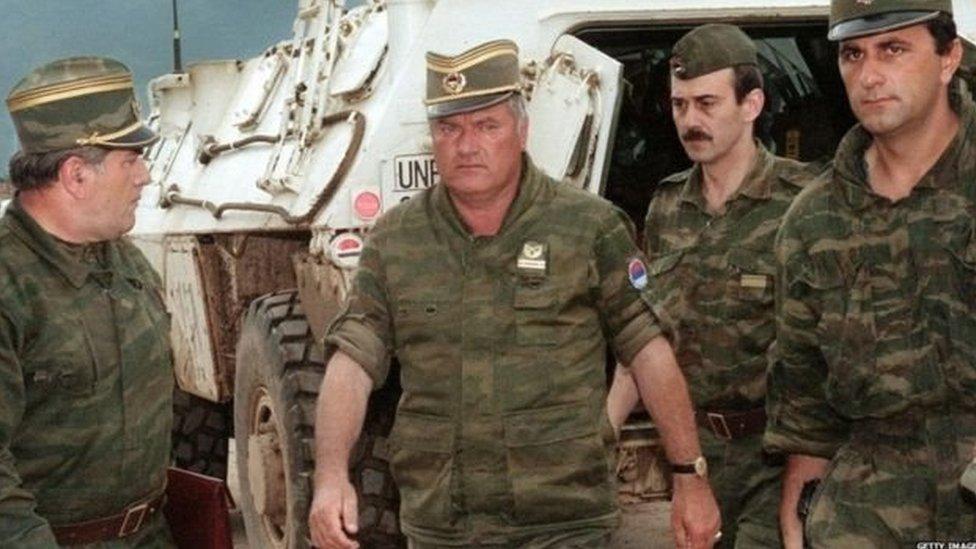 راتكو ميلاديتش قاد جيشا من الصرب بلغ عدده 180 الف جندي وشن حملة تطهير عرقي ضد المسلمين والكروات