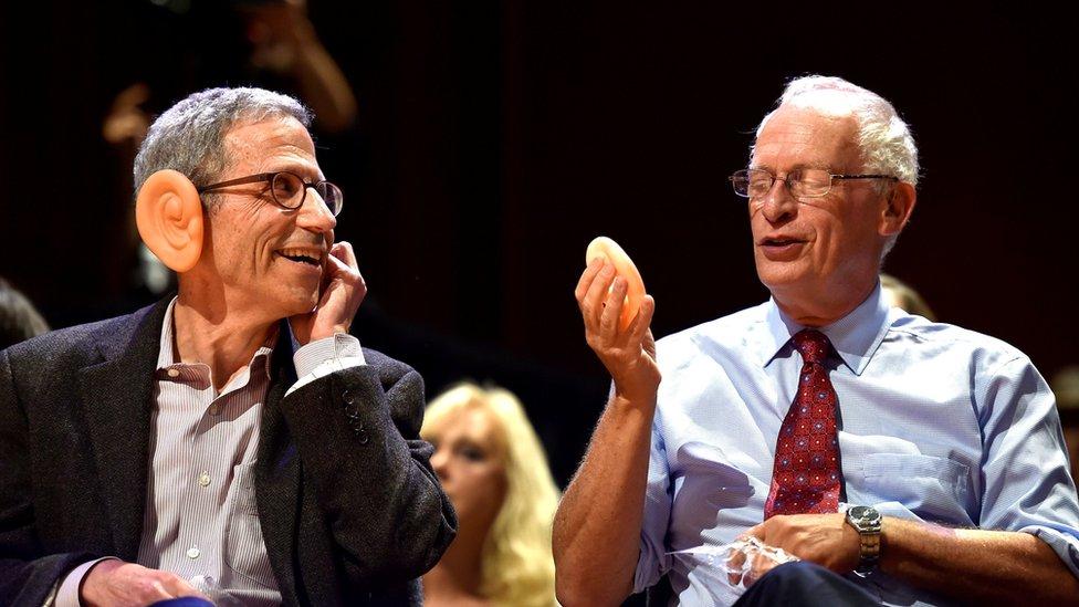 El estudio de James Heathcote de 1993 fue condecorado en la entrega de los premios IG Nobel en Harvard.