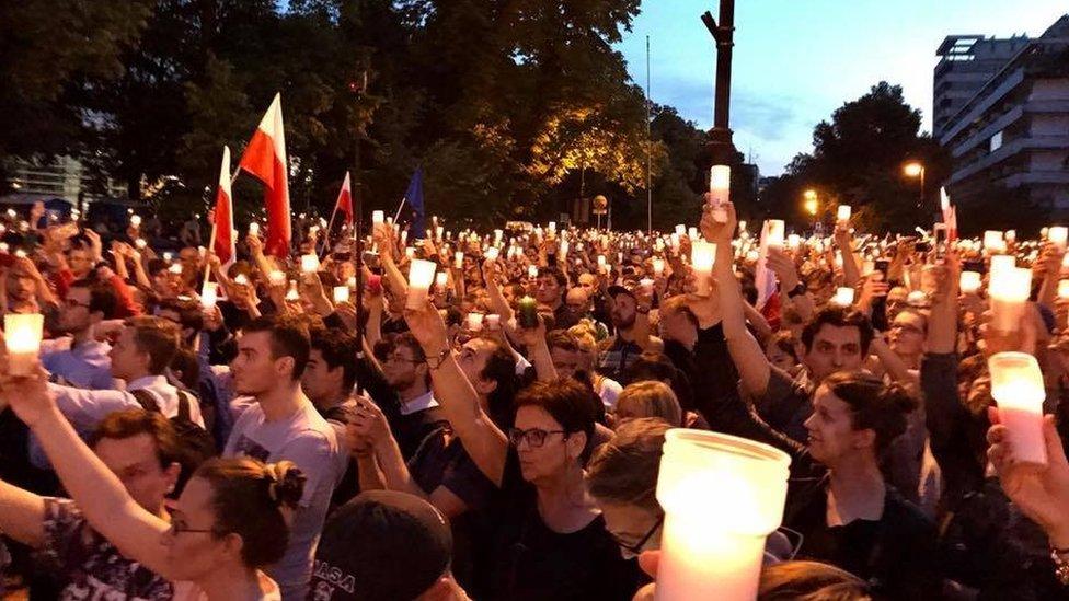 Ba Lan: Biểu tình 'Biển Nến' vì tam quyền phân lập