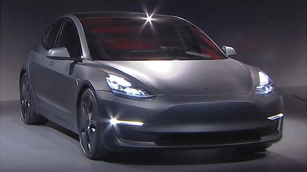 Tesla to make all its new cars self-driving