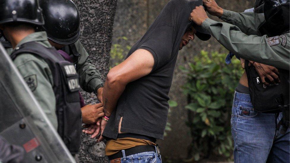 Manifestante detenido
