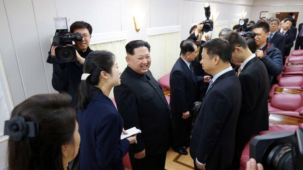 Kim Jon-un en una imagen con el presidente de China Xi Jinping.