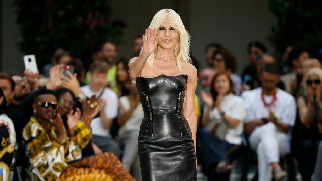 Michael Kors compra Versace por US$2.120 millones: ¿qué buscan las marcas de mod ...