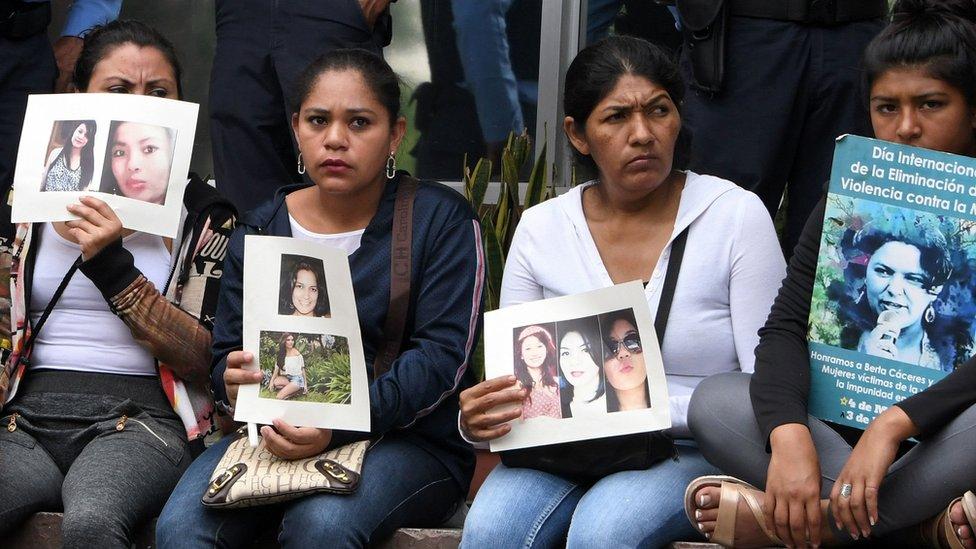 Organizaciones de defensa de mujeres han advertido que incrementarán las protestas para exigir protección ante los crecientes feminicidios.