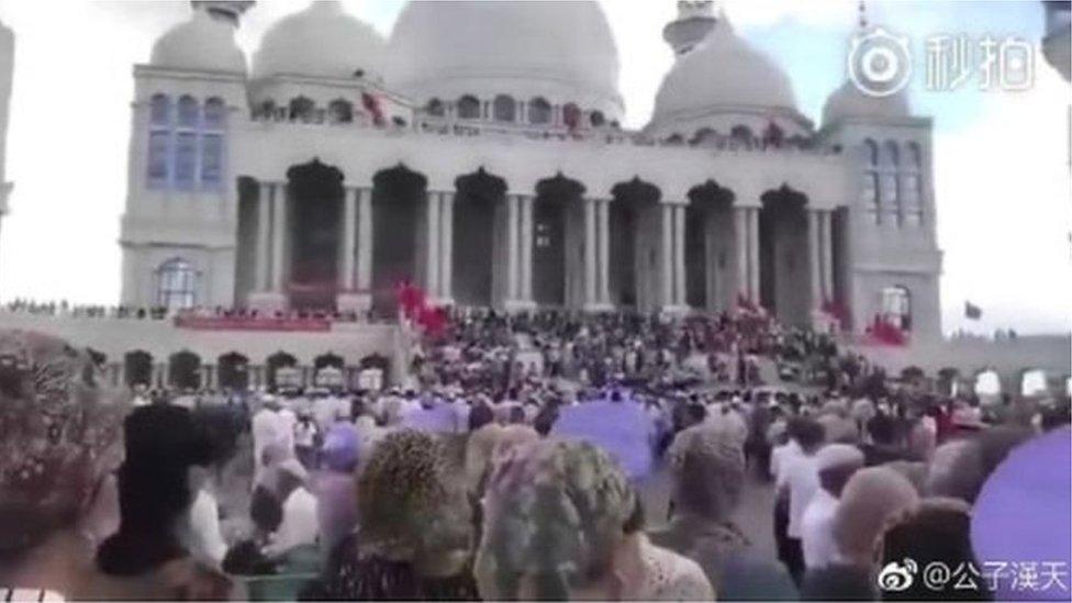 چین کې د چارواکو لخوا د جومات ورانولو مخنیوي لپاره احتجاج