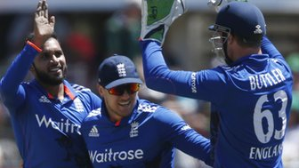 England celebrate another South Africa wicket in Port Elizabeth