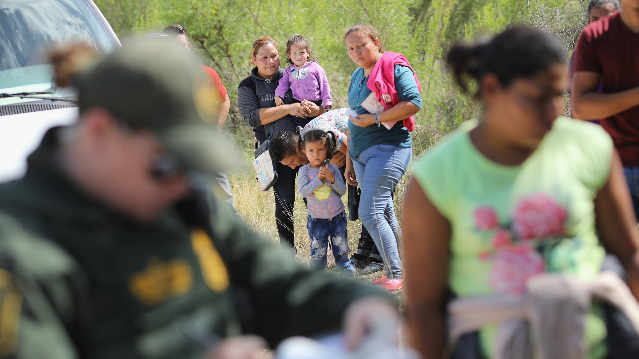Migrant family separations: Republicans scramble as border crisis grows | BBC