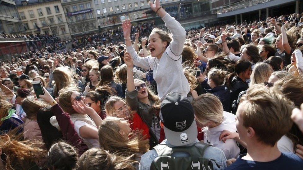 Avicii: Fans gather in Stockholm to remember superstar DJ | BBC