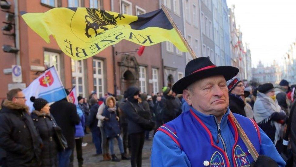 Pawel Adamowicz: Poland mourns stabbed Gdansk mayor
