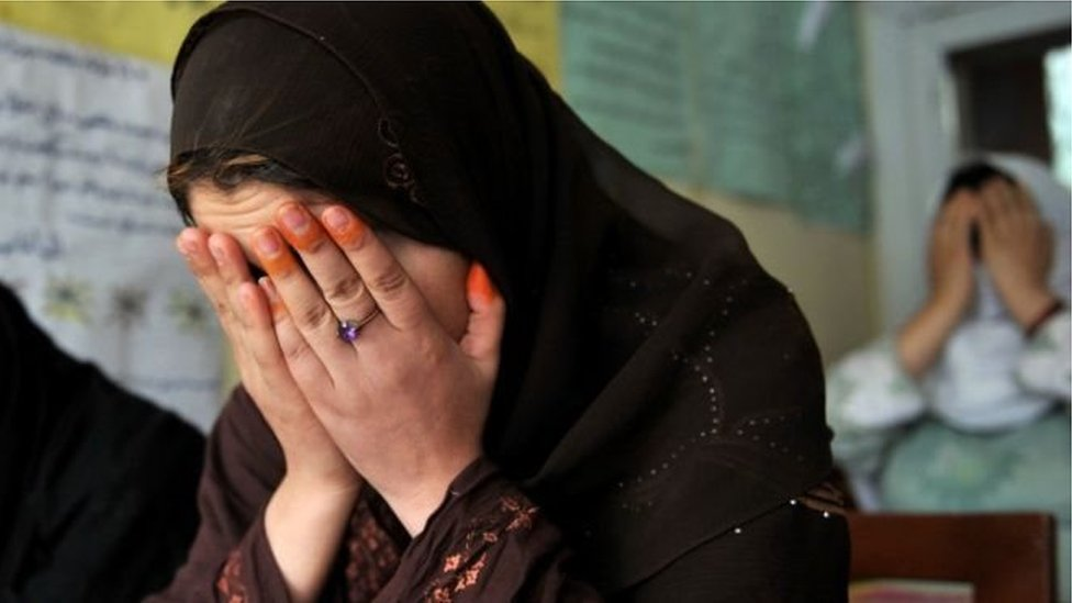 Почему в Афганистане распространены самоубийства среди женщин? - BBC News  Україна