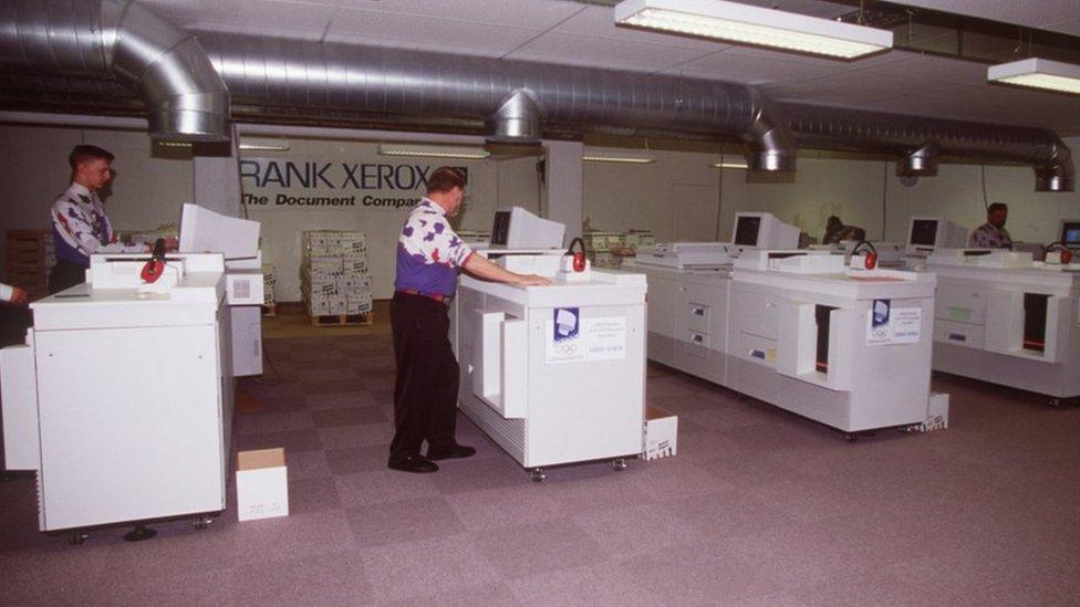 Un centro de copiado con fotocopiadoras Xerox.