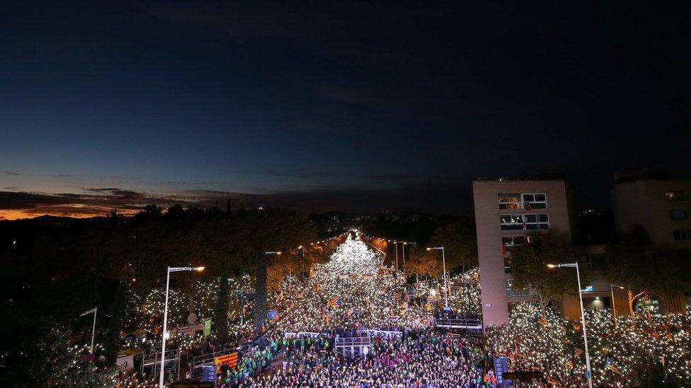 El movimiento independentista ha demostrado su capacidad para movilizar a un gran número de manifestantes, incluso de pequeñas ciudades y pueblos de Cataluña, según James Reynold, periodista de la BBC en Barcelona.