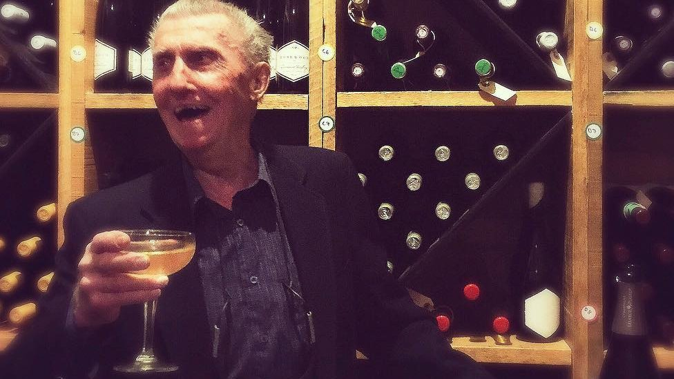 Man returns to bank he robbed 60 years ago for champagne lunch