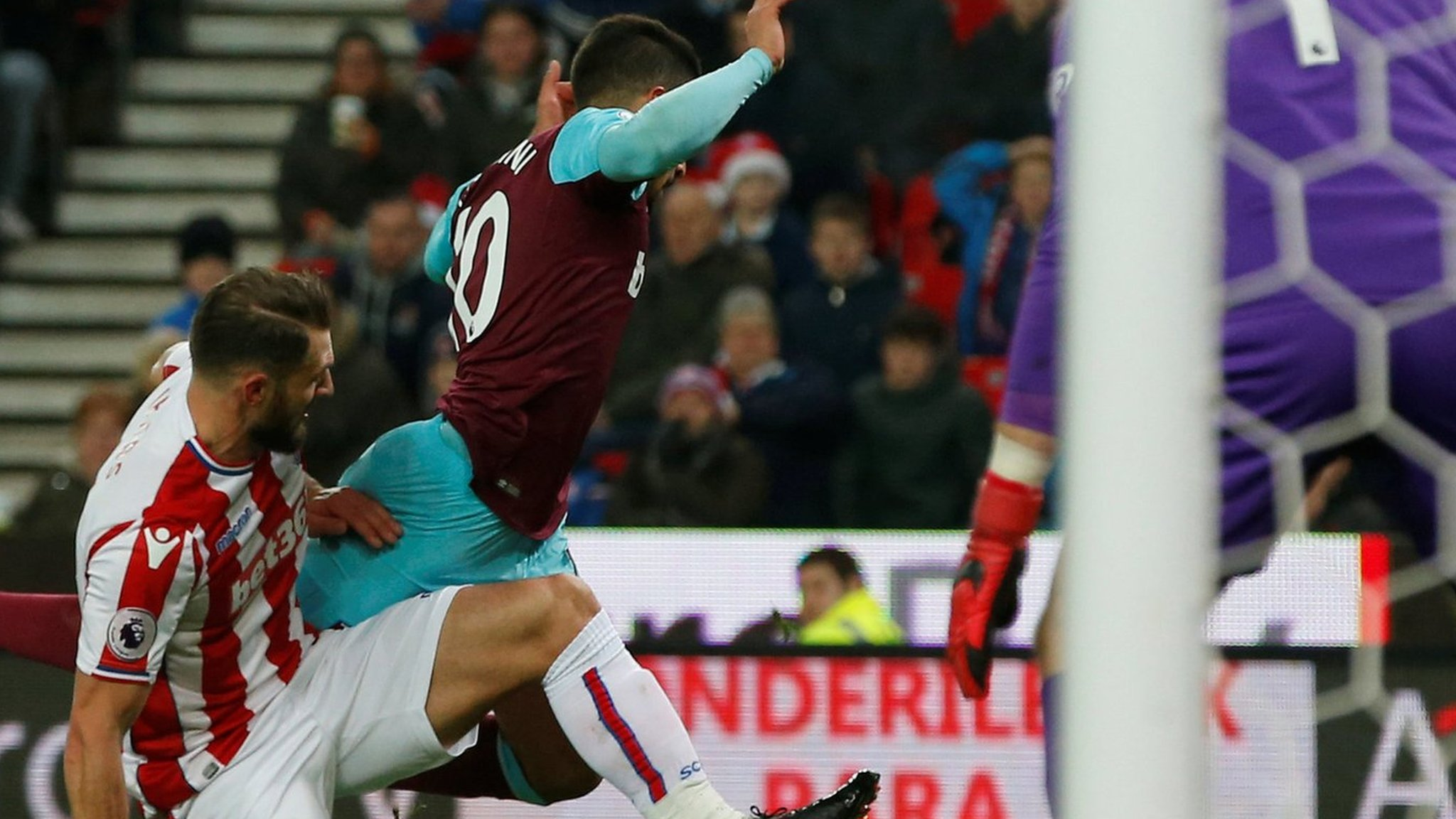 West Ham's Lanzini charged by FA for diving