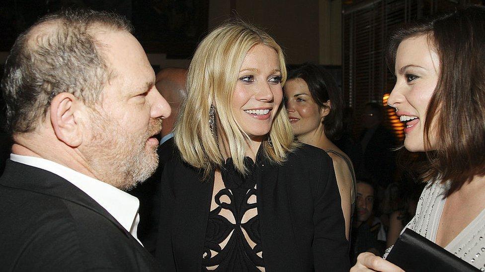 Wenstein, Paltrow y Liv Tyler sonriendo