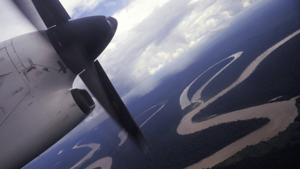 Почему летчики тайно летают над Амазонкой и чем это грозит?