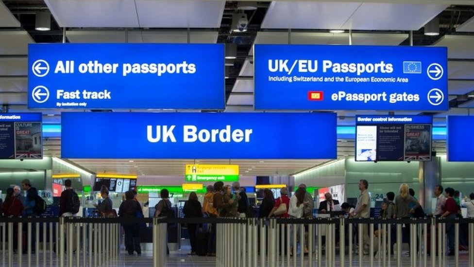 Net migration to UK falls to 273,000