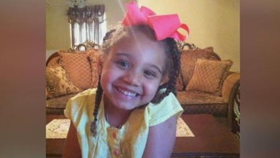 Payton Summons: Girl at centre of life support battle in Texas dies   BBC