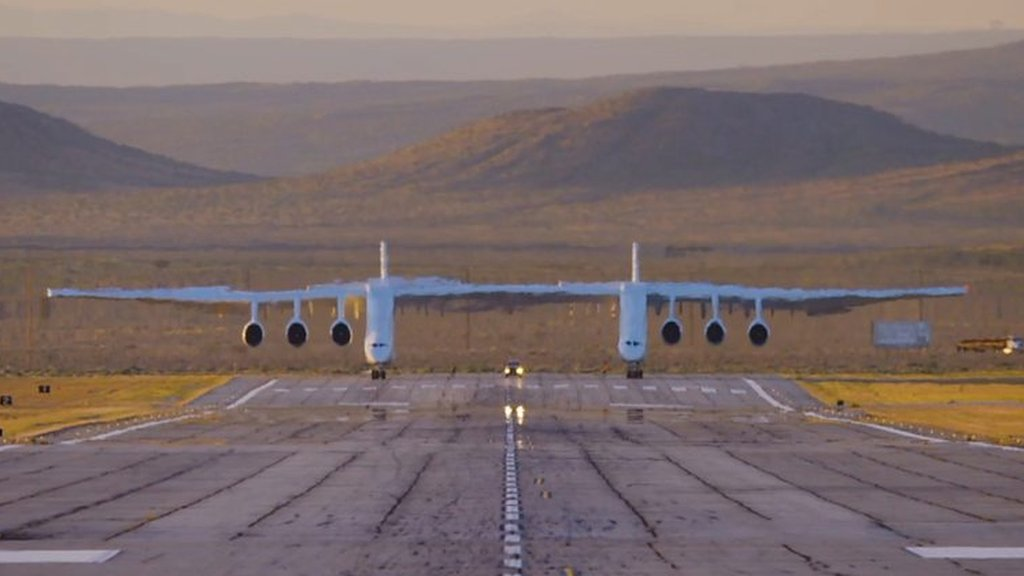 Plane with the largest wingspan in the world takes flight