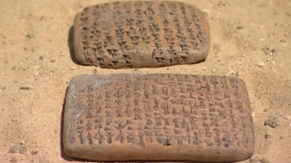 Tabletas escritas en la época