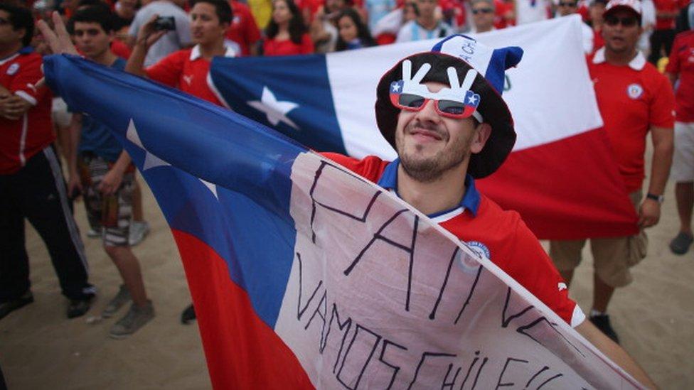 El comportamiento de los fanáticos chilenos le ha ocasionado más multas a Chile que a cualquier otro país latinoamericano.