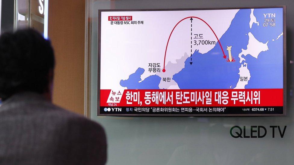 كوري جنوبي يتابع أخبار اطلاق كوريا الشمالية صاروخا بالستيا عابر القارات