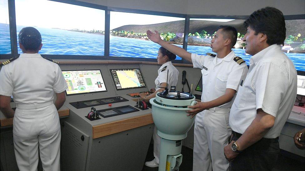 Evo Morales en un barco