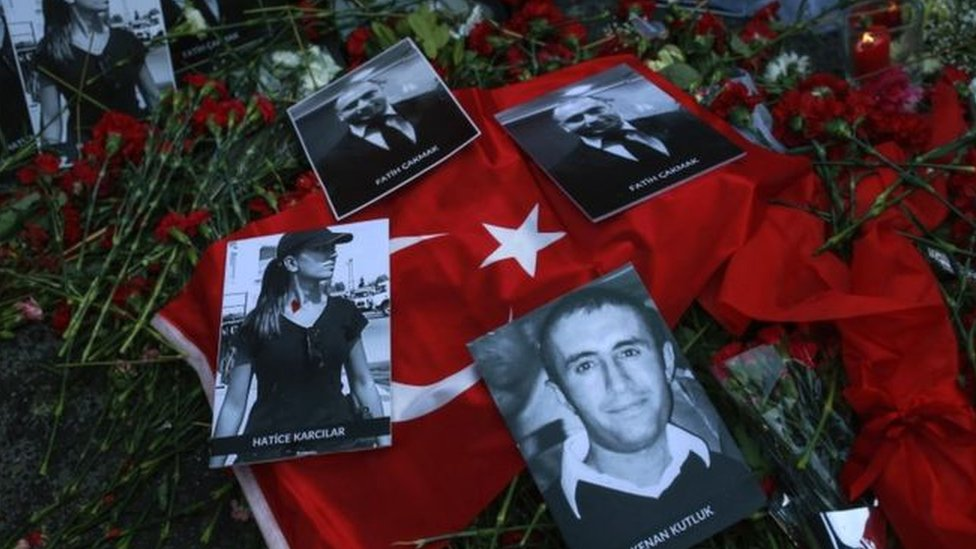 قالت وسائل الإعلام إن نحو ثلثي القتلى كانوا من الأجانب
