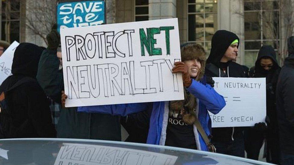 Activistas por los derechos de internet protestaron ante la decisión tomada en Estados Unidos.
