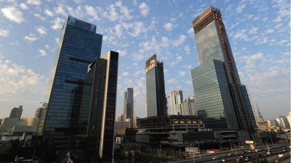 上海南京路商業區一帶增加許多新開發的建築項目。