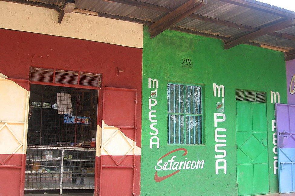 Tienda con señal de M-Pesa