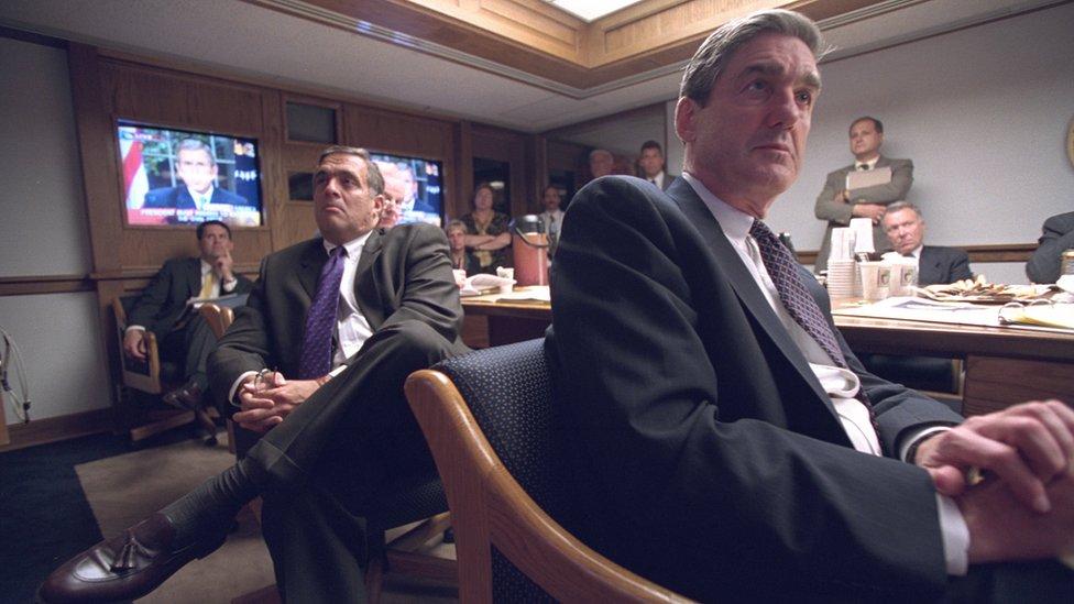 Jefes de la CIA y el FBI escuchan al presidente George W. Bush tras los ataques del 11 de septiembre de 2001 desde el búnker de abajo de la Casa Blanca. (Foto: Archivos Nacionales de EE.UU.)