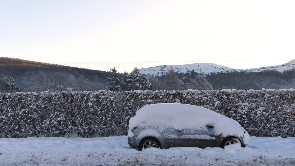 UK snow: Ice warning as commuter disruption expected