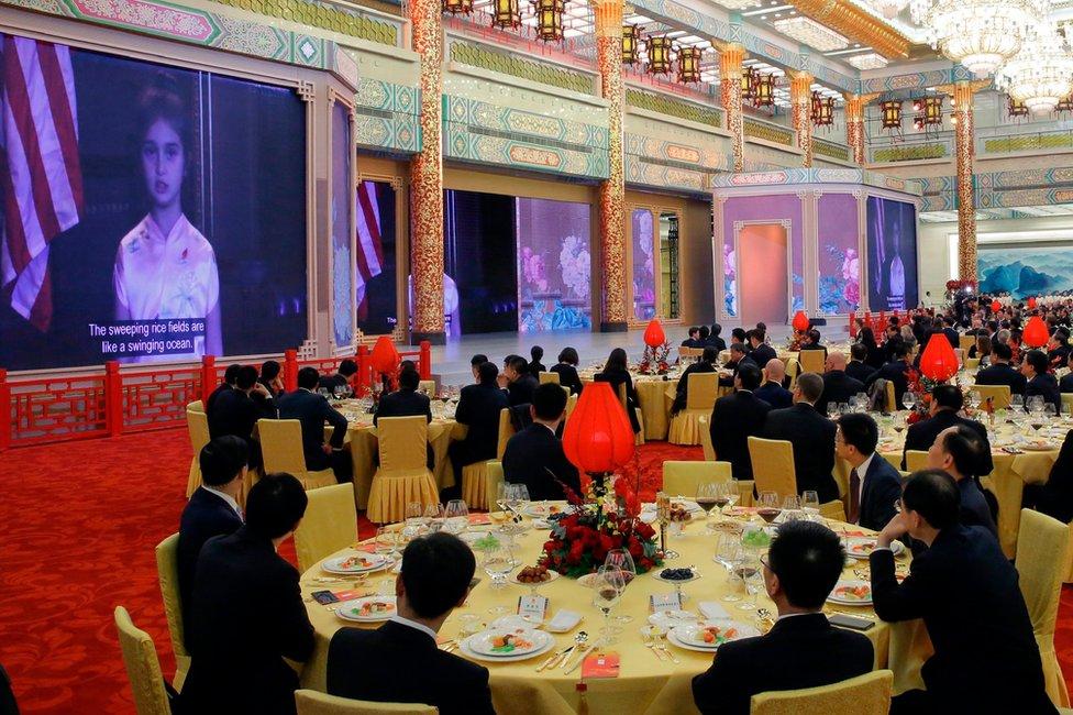 Los invitados a la cena de estado en el Gran Palacio del Pueblo de Pekín vieron un video de Arabella Kushner, la nieta de Trump, en el que cantaba una canción tradicional china.