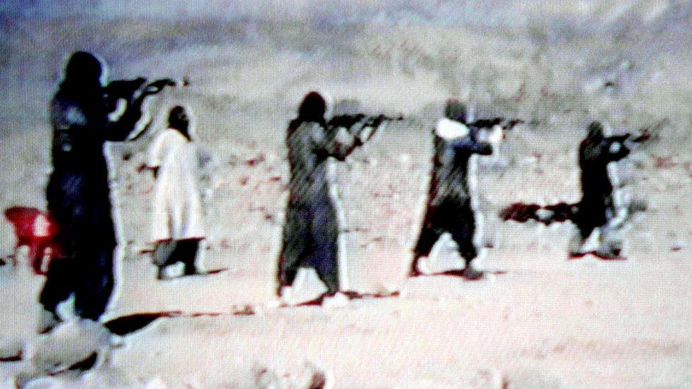 واشنګټن پوسټ: القاعدې د افغانستان جګړو کې په فعاله توګه د طالبانو ملا تړلې
