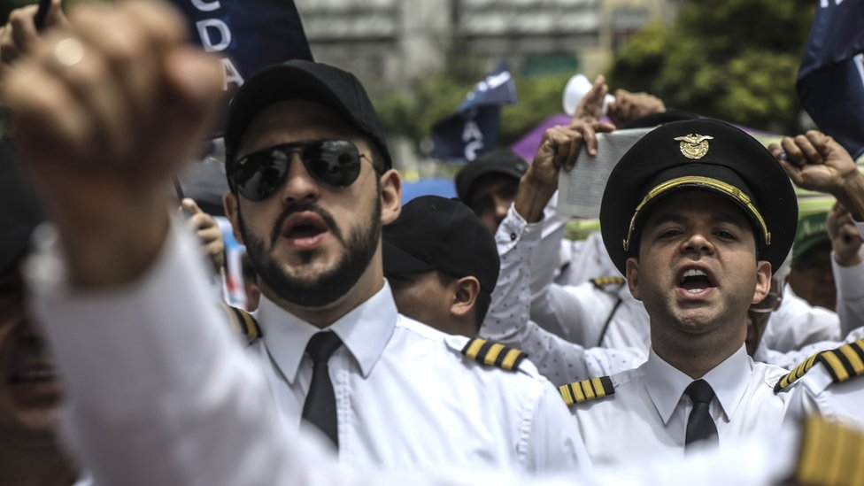 Los pilotos ganan 90% más que el colombiano promedio.