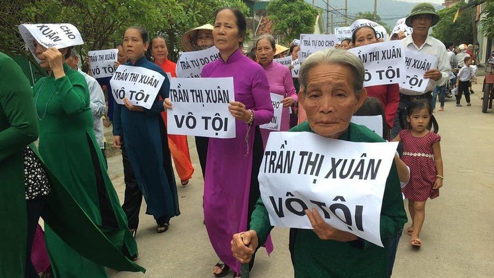 Hà Tĩnh: Người dân biểu tình đòi trả tự do cho Trần Thị Xuân