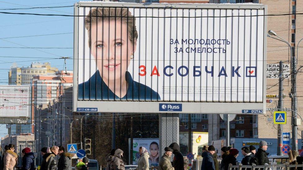 Una valla publicitaria con el lema de la candidata Sobchak.